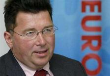 <p>Глава оргкомитета УЕФА Мартин Каллен на пресс-конференции, посвященной итогам ЕВРО-2008, в Цюрихе, 29 июля 2008 года. Союз европейских футбольных ассоциаций (УЕФА) получил прибыль в размере 250 миллионов евро ($393,7 миллиона) от чемпионата Европы по футболу 2008 года в Австрии и Швейцарии, сообщила организация во вторник. (REUTERS/Arnd Wiegmann)</p>