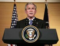 """<p>Джордж Буш высутпает в Пекине по вопросу российского вторжения в Грузию. Президент США Джордж Буш назвал бомбардировки объектов на территории Грузии """"опасной эскалацией конфликта"""" вокруг Южной Осетии и призвал Россию немедленно прекратить уничтожение целей за пределами мятежной грузинской провинции. (REUTERS/Larry Downing)</p>"""