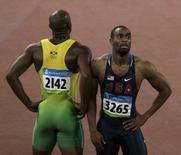 <p>L'americano Tyson Gay (destra) accanto al giamaicano Asafa Powell dopo la semifinale dei 100m alle Olimpiadi REUTERS/David Gray</p>