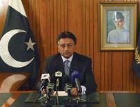 <p>Президент Пакистана Первез Мушарраф во время телеобращения к нации в Исламабаде 18 августа 2008 года. Мушарраф, столкнувшийся с угрозой импичмента со стороны коалиционного правительства, в понедельник объявил, что покинет свой пост. (REUTERS/Press Information Department/Handout)</p>