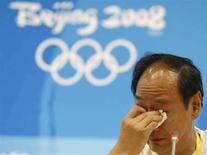 <p>Sun Haiping, l'allenatore di Liu Xiang, reagisce al ritiro dell'atleta dai Giochi REUTERS/Gary Hershorn (CHINA)</p>