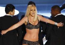 <p>Britney Spears agli MTV Video Music Awards dell'anno scorso. REUTERS/Robert Galbraith (UNITED STATES)</p>