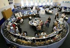 """<p>Ученые Европейского центра ядерных исследований (CERN) на месте работы в Женеве 3 сентября 2008 года. Ученые Европейского центра ядерных исследований (CERN) начинают 10 сентября эксперимент, который должен воссоздать условия, возникшие во время """"большого взрыва"""". REUTERS/Christian Hartmann (SWITZERLAND)</p>"""