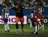 <p>O jogador David Villa (centro), do Valencia, comemora gol contra Málaga em partida do Campeonato Espanhol em 25 de setembro. REUTERS/Jon Nazca</p>
