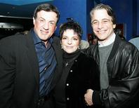 """<p>De izquierda a derecha: Foto de archivo de las celebridades Sylvester Stallone, Liza Minnelli y Tony Danza duante la fiesta de estreno del reality """"The Contender"""" en Nueva York, EEUU, 7 mar 2005. REUTERS/Albert Ferreira</p>"""