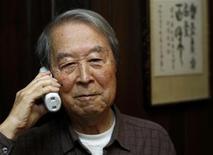<p>Uno dei tre vincitori del premio Nobel per la Fisica, Yoichiro Nambu dell'università di Chicago. REUTERS/John Gress</p>