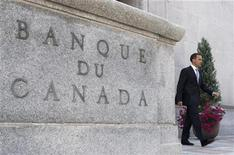 <p>Bank of Canada Governor Mark Carney leaves his office for a news conference upon the release of the Monetary Policy Report in Ottawa July 17, 2008. REUTERS/Chris Wattie</p>