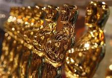 <p>Foto de archivo de las estatuillas de los premios oscar exhibidos en Nueva York, EEUU, 12 feb 2007. El asesinato de Martin Luther King, el boicot de uvas de César Chávez, homosexuales en China y el historiador David McCullough están entre los temas que abarcan los filmes que buscan obtener el Oscar al mejor documental corto. REUTERS/Brendan McDermid</p>