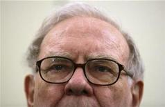 <p>Warren Buffett listens to a question during a news conference in Madrid, May 21, 2008. REUTERS/Andrea Comas</p>