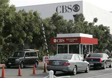 <p>Cars enter and exit CBS Television City in Los Angeles, California, November 4, 2007. REUTERS/Danny Moloshok</p>