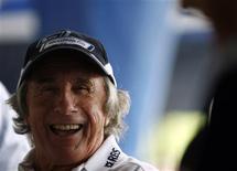 <p>O tricampeão de Fórmula 1 Jackie Stewart sorri durante evento em Cingapura, no dia 24 de setembro. Os britânicos Jackie Stewart e Damon Hill afirmaram que seu compatriota Lewis Hamilton precisa manter a cabeça fria nas últimas duas corridas desta temporada se quiser unir-se a eles no grupo dos campeões da Fórmula 1. REUTERS/Pablo Sanchez (SINGAPORE) (Newscom TagID: rtrphotosthree720397) [Photo via Newscom]</p>
