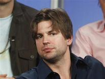 <p>Actor Gale Harold (R) answer questions during a panel discussion at the Television Critics Association summer press tour in Pasadena, California July 24, 2006. REUTERS/Fred Prouser</p>