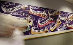 <p>Workers walk past a logo in Cadbury's Bournville factory in Birmingham, central England, in this October 7, 2008 file photo. REUTERS/Darren Staples/Files</p>