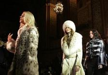 <p>Models present fur creations during a fur fashion show at the Supreme Luxury Conference in Moscow November 29, 2007. REUTERS/Alexander Natruskin</p>