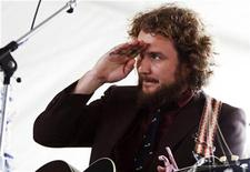 <p>Jim James, of the band My Morning Jacket, performs at the Newport Folk Festival in Newport, Rhode Island, August 2, 2008. REUTERS/Shannon Stapleton</p>