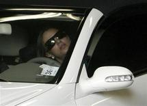 <p>Britney Spears drives her car out of the garage of Los Angeles Superior Court after a child custody hearing, October 26, 2007. REUTERS/Fred Prouser</p>