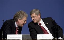 <p>Canada's Prime Minister Stephen Harper (R) leans in to speak with Quebec Premier Jean Charest (L) during the closing news conference at the Francophonie Summit in Quebec City, October 19, 2008. REUTERS/Christinne Muschi</p>