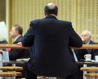 <p>A man eats lunch in a file photo. REUTERS/Will Burgess</p>
