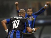 <p>Adriano festeggia dopo il gol. REUTERS/Stefano Rellandini</p>