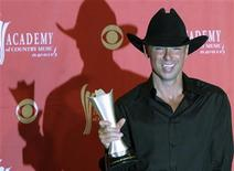 <p>Kenny Chesney poses with the Entertainer of the Year award at the 43rd Annual Academy of Country Music Awards show in Las Vegas, Nevada, May 18, 2008. REUTERS/Richard Brian</p>