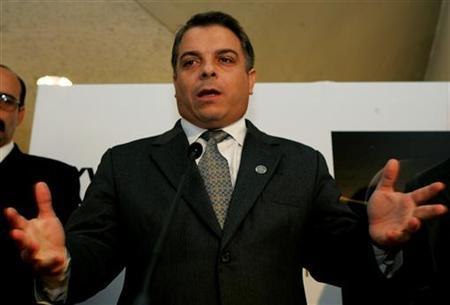 Cuba's Foreign Minister Felipe Perez Roque gestures during a news conference ahead of the XV Iberoamerican Summit in the historical Spanish town of Salamanca, October 13, 2005. REUTERS/Sergio Perez