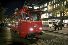 <p>A tram which has been converted into a rolling pub combines sightseeing with a night on the town in Helsinki October 8, 2008. REUTERS/Agnieszka Flak</p>