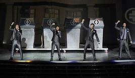 <p>British group Take That's (L-R) Jason Orange, Gary Barlow, Mark Owen and Howard Donald perform on stage during their concert at the O2 arena in London November 29, 2007. REUTERS/Anthony Harvey</p>