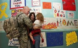 <p>A military family reunites at DFW airport in Dallas, Texas, October 22, 2008. REUTERS/Jessica Rinaldi</p>