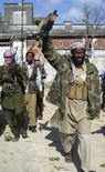 <p>Глава исламистской группировки Шейх Мансур после пресс-конференции в Могадишо 27 октября 2008 года. По крайней мере 28 человек погибли в среду в результате серии взрывов, устроенных экстремистами-смертниками в северной части Сомали. REUTERS/Feisal Omar (SOMALIA)</p>