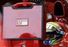 <p>Felipe Massa, da Ferrari, dentro do carro durante treino livre para o Grande Prêmio do Brasil de F1, em Interlagos, nesta sexta-feira. REUTERS/Bruno Domingos</p>