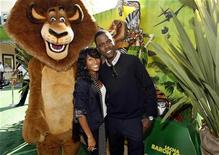 "<p>Cast member Chris Rock (R), who gives voice to Marty, and co-star Jada Pinkett Smith, who gives voice to Gloria, pose next to the character Alex the lion at the premiere of ""Madagascar: Escape 2 Africa"" at the Mann Village theatre in Westwood, California October 26, 2008. REUTERS/Mario Anzuoni</p>"