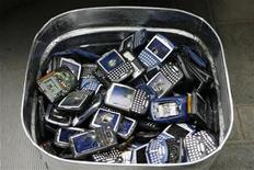 <p>Trashed Blackberry phones sit in a bucket during the NBC Today Show in New York April 21, 2008. The phones were to be used by students in an art piece and then recycled for Green Week. REUTERS/Lucas Jackson</p>