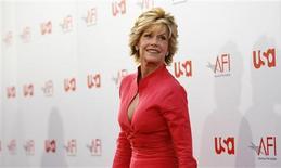 """<p>A atriz Jane Fonda chega à uma premiação em Hollywood, no dia 12 de junho. Fonda, ganhadora do Oscar, vai voltar à Broadway depois de 46 anos para estrelar a peça """"33 Variations"""", em 2009. REUTERS/Mario Anzuoni (UNITED STATES) (Newscom TagID: rtrphotosthree562994) [Photo via Newscom]</p>"""