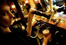 <p>A barmaid pulls a pint at a pub in central London, November 23, 2005. REUTERS/Dylan Martinez</p>