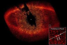 <p>Imagem de 2006 feita pelo telescópio espacial Hubble, da Nasa, mostra o planeta Fomalhaut b. A caixa à esquerda mostra a localização do planeta. REUTERS/Courtesy of NASA, ESA and P. Kalas (University of California, Berkeley, USA)/Handout</p>