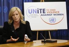 <p>Atriz Charlize Theron durante coletiva após ter sido nomeada como mensageira da Paz pela ONU, em Nova York. REUTERS/Chip East</p>