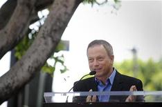 <p>Gary Sinise speaks at a ceremony where Charles Durning receives a star on the Hollywood Walk of Fame in Hollywood July 31, 2008. REUTERS/Phil McCarten</p>