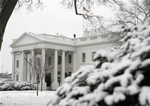 <p>The White House is seen after snow hit the Washington area December 5, 2007. REUTERS/Yuri Gripas</p>