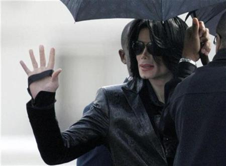 Michael Jackson waves to fans at a U.S. military facility in Tokyo, as he walks to board a helicopter bound for Camp Zama, a U.S. military base west of Tokyo, to join a fan appreciation event March 10, 2007. REUTERS/Kim Kyung-Hoon