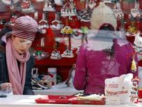 <p>A free personalization promotion is seen inside a holiday-themed store in New York's Bryant Park, November 24, 2008. REUTERS/Shannon Stapleton</p>