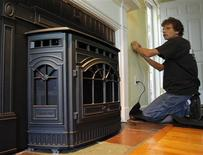 <p>Robert Dardno programs the thermostat for the newly installed pellet stove at a home in Woburn, Massachusetts in this July 10, 2008 file photo. REUTERS/Brian Snyder/Files</p>
