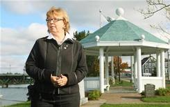 <p>Green Party leader Elizabeth May waits for the start of a media interview at a park on the East River in New Glasgow, Nova Scotia, October 15, 2008. REUTERS/Paul Darrow</p>