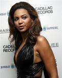 """<p>Foto de archivo de la cantante Beyonce Knowles durante el estreno de la cinta """"Cadillac Records"""" en Nueva York, EEUU, 1 dic 2008. Beyonce consiguió el jueves por quinta vez el primer puesto en la lista de los 100 mejores sencillos de la revista Billboard como solista, uno más de los que consiguió como miembro del grupo Destiny's Child. REUTERS/Shannon Stapleton</p>"""