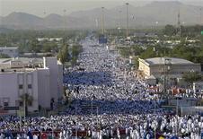 <p>A general view is seen of Muslim pilgrims outside Mecca December 7, 2008. REUTERS/Ahmed Jadallah</p>