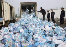 <p>Officers from the local Administration for Industry and Commerce prepare to destroy confiscated milk in Baofeng, Henan province in this November 10, 2008 file photo. REUTERS/China Daily/Files</p>