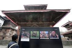 <p>A visitor looks at the Himalaya-Changing Landscapes Photo exhibition at Hanuman Dhoka durbar Square in Kathmandu December 4, 2008. REUTERS/Shruti Shrestha</p>