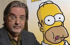 """<p>Foto de archivo de Matt Groening, creador de """"The Simpsons"""", mientras posa para fotografías durante la promoción de la película """"The Simpsons Movie"""" en Beverly Hills 22 jul 2007. """"The Simpsons"""", la comedia televisiva que lleva más años al aire, lideró las nominaciones para los premios anuales del Sindicato de Guionistas de Estados Unidos que se anunciaron el lunes. REUTERS/Phil McCarten</p>"""