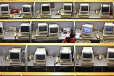 <p>A woman works in Shanghai Stock Exchange room in Shanghai, April 27, 2007. REUTERS/Nir Elias</p>