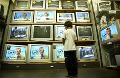 <p>Televisori in un'immagine d'archivio. REUTERS/Dylan Martinez</p>