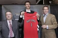 <p>Toronto Raptors first overall draft choice Andrea Bargnani (C) holds his team jersey with Raptors President and General Manager Bryan Colangelo (R) and vice president and vice general manager Maurizio Gherardini at a news conference in Toronto in this June 29, 2006 file photo. From Lithuania's Zydrunas Ilgauskas to China's Yao Ming, hundreds of basketball players from foreign shores have become household names in North America, finding fame and fortune on the NBA hardwood. There are, however, few overseas names among the NBA coaching ranks, where a cultural divide has kept foreign hoop mentors from participating in the NBA's relentless globalisation. REUTERS/Mike Cassese/Files</p>